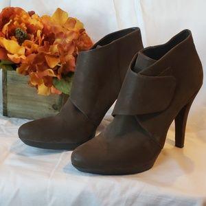 Nine west brown ankle high heel booties sz 9